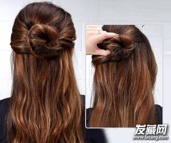 Step 6   接着取左侧耳边附近的一束头发进行扭转。    Step 7   然后把左侧的扭转发束缠绕在后面的发团,使之互相结合。    Step 8   最后右侧的发束以同样的方法扭转缠绕发团,即可完成这款美腻的半丸子头了。