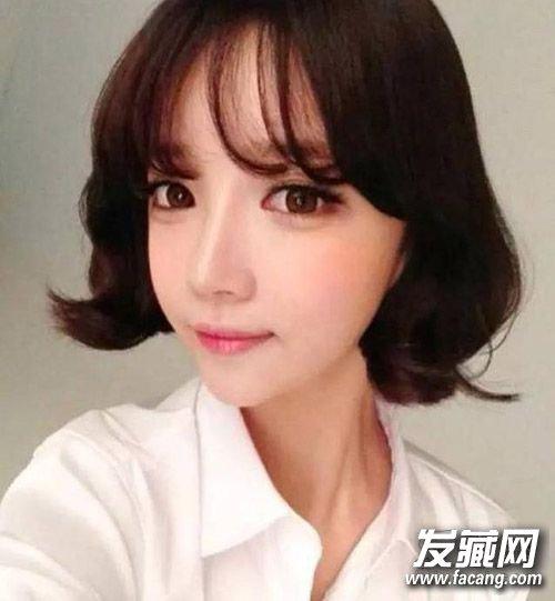 长及睫毛的空气刘海搭配c字型卷发可爱俏皮,瞬间感觉回到学生时代了