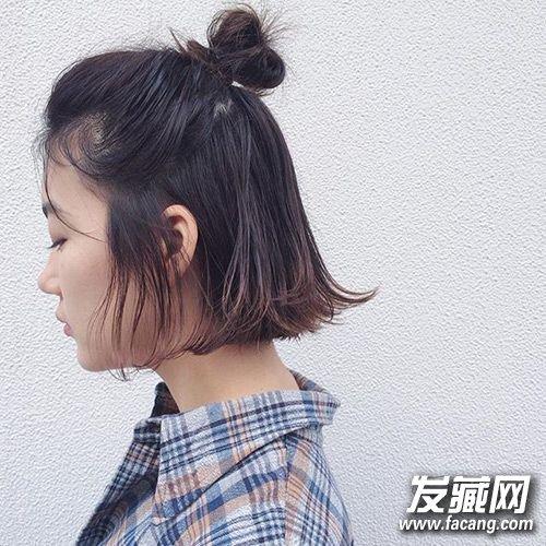 发型网 流行发型 丸子头发型 > 疯迷的half knot半丸子头 10秒学会图片