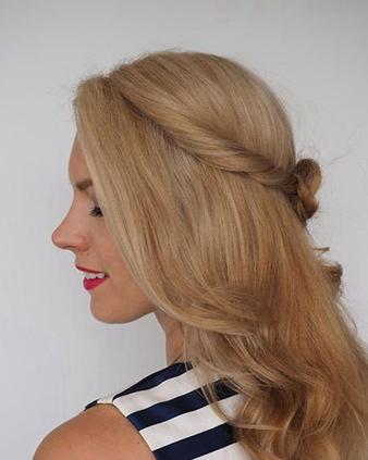 巧用辫子打造靓丽玫瑰造型 长卷发必扎公主头教程