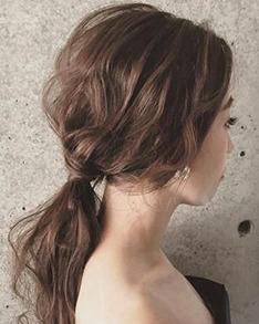 头发长长别披着了 蓬一度低马尾照样美炸了!