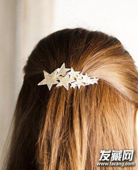 夏季发型怎么扎 →可爱发型清凉又消暑 夏季头发怎么扎      在马尾辫