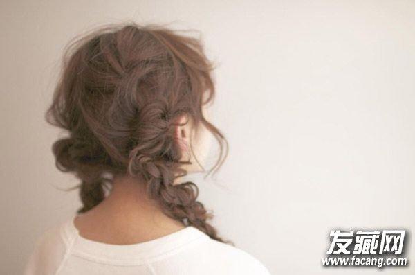 春季出游怎么扎发型 美美的编发给你要不要 春季适合的扎发图片