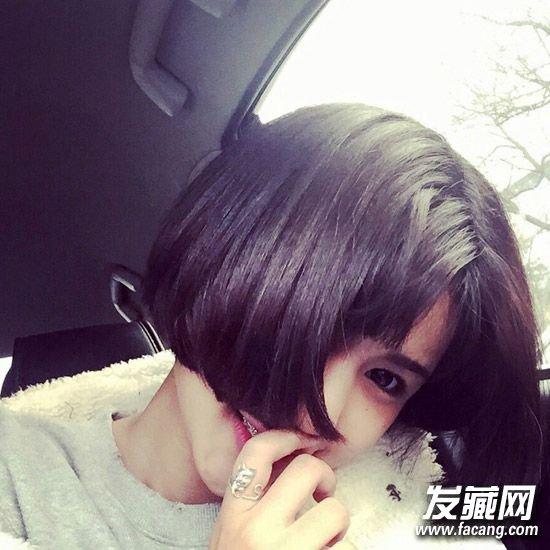简单中分短发发型,短刘海 内扣短发,打造出可爱感,这样一款略二次元图片