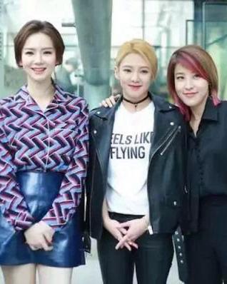 戚薇嫁到韩国之后越来越美 最新发型韩范十足