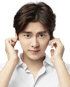 韩版中分发型男头像图片