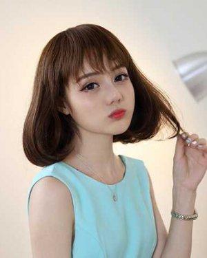 可爱萌妹子的短发空气刘海图片