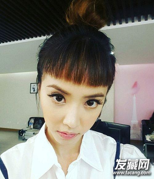 蔡依林雪莉撞发型 短刘海+丸子头真心这么萌?图片