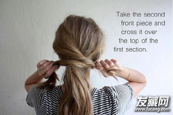 STEP3:然后将中间的一束扎成低马尾。    STEP4:将一侧的头发绕过马尾。    STEP5:将另外一束也同样向后,与另一束头发交错。