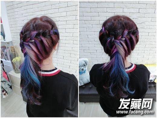 第九款 彩虹马尾   美式造型最爱这样的发色,彩虹头发编起来超好看。   染彩虹色不编发那怎么行,不能错过这美式编发,让彩虹色头发显现出来.超有特色的造型。    第十款 星空三股编发   极光星空
