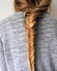 紧致的鱼骨辫可是夏季女生编发 每一款都足以让你成女神