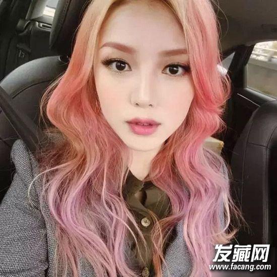粉色头发配什么衣服-红色头发配衣服图片|粉色头发搭配衣服图片|粉色头发能改什么颜色|粉色头发怎么搭配衣服