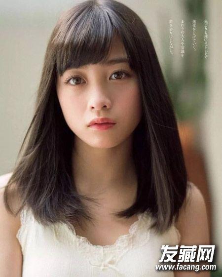 发尾内扣的中长发可是百搭首选呢,半月形刘海凸显女生清纯气质,萌软图片