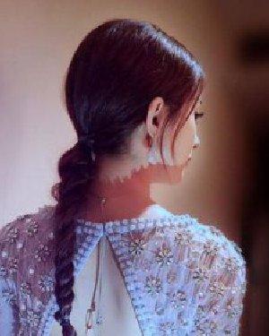 赵丽颖同款发型怎么扎 赵丽颖的最新编发发型也值得学习