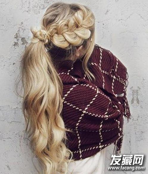 夏季长发怎么扎 简单长发编发教程(5)