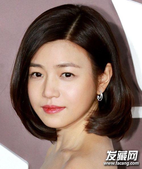 圆脸弄什么发型好看 妆发出众才更上镜! →一字领配什么发型好看?