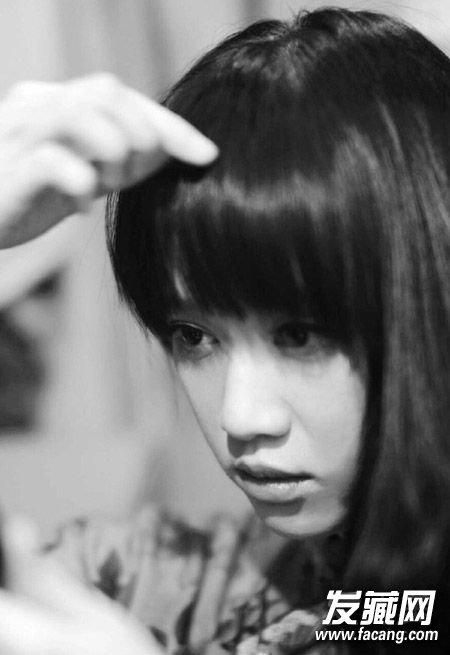 明星发型 > 学她用长发留住少女心 陈乔恩发型(7)  导读:齐刘海 我