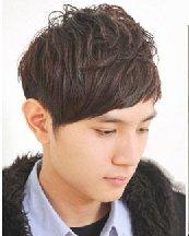 夏季男生首选造型 斜庞克发型怎么剪