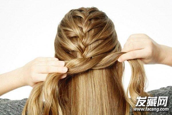 出街超高回头率 →漂亮的编发发型 介绍一款好看的长发编发 →春季图片