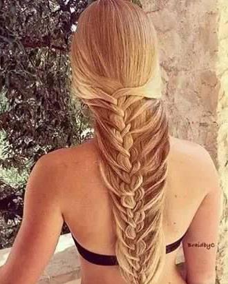 长发辫子发型扎法 美人鱼编发为夏季降降温