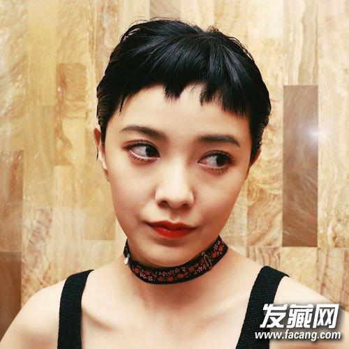 参差不齐的眉上短刘海是不是超个性,郭采洁短发后颜值攀新高.图片