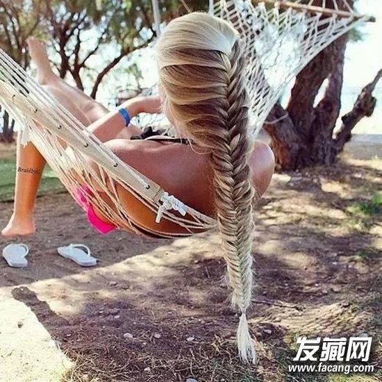 鱼骨辫&蜈蚣辫 11款花式编发为夏季添亮点 花式编发图片