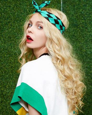 时尚的长烫发发型是女神吸睛必备神器