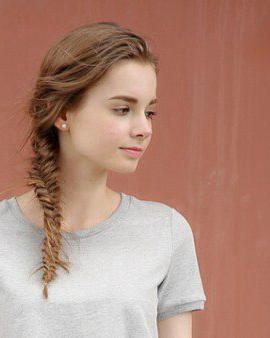 五款发型告诉你原来中长发也可以这样扎