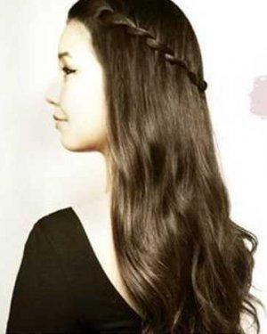 简单甜美欧美风直发发型扎法步骤