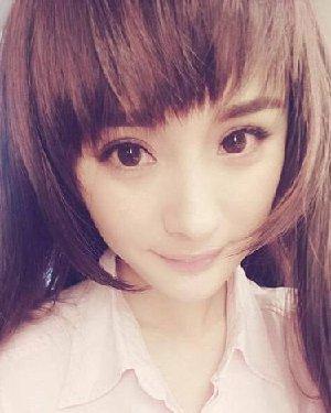 杨幂戴假发变非主流美少女 只是刘海好像不适合她