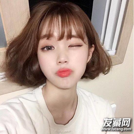 年轻mm必备的空气刘海短发,空气感造型在秋冬一样很流行,蓬松短发加