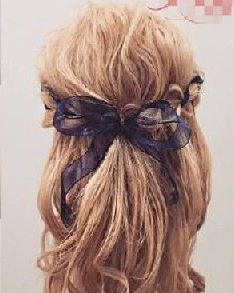 把色彩编进头发里!秋冬必学9款缎带编发