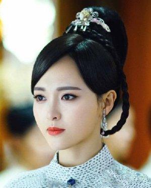 唐嫣在剧中的大长发 离开齐刘海之后的她顺眼多了