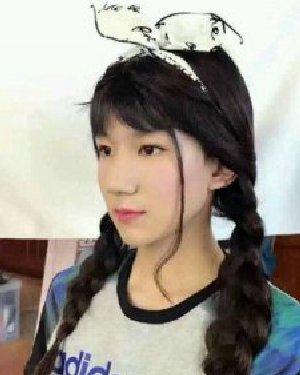 王源女装造型上热搜 娃娃系的锅盖头发型