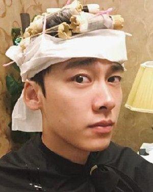 秋冬男士发型白皮书 李易峰烫发示范给你看!
