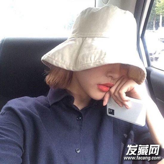 入秋天气转凉 短发姑娘快来学帽子和发型搭配 短发戴什么帽子好看
