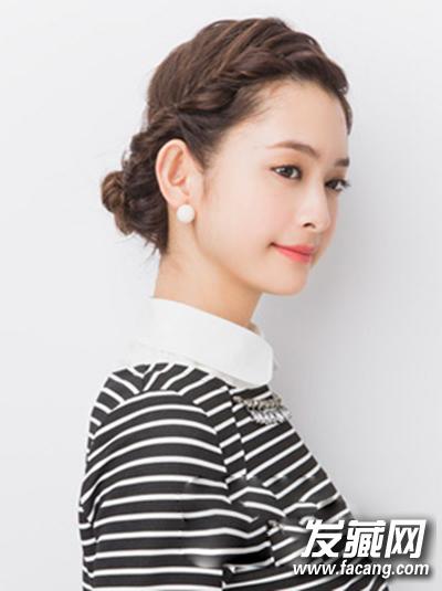 卷发盘发方法 简单盘发更时尚