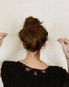蓬松自然的中长发丸子头扎法图解