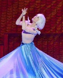《新衣》王丽坤短发造型 银色波波头变身芭比娃娃