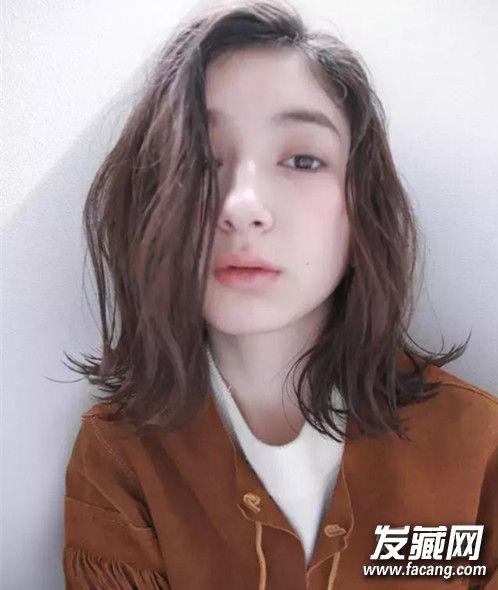 发型设计:不管长发还是短发 正确搭配可以显脸小 怎么弄发型显脸小