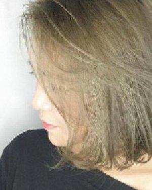 短发女生的8个自然卷发 红褐色的染发效果显白更显年轻