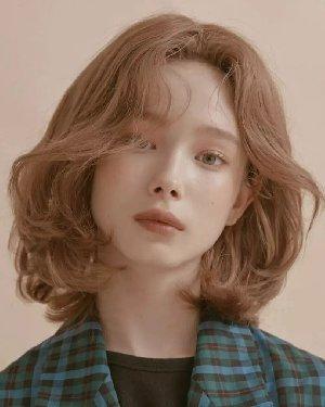 要是发型选的对 也可以秒变时尚潮流小v脸脸