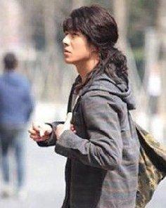 《双生》上映 刘昊然的长发造型怎么样